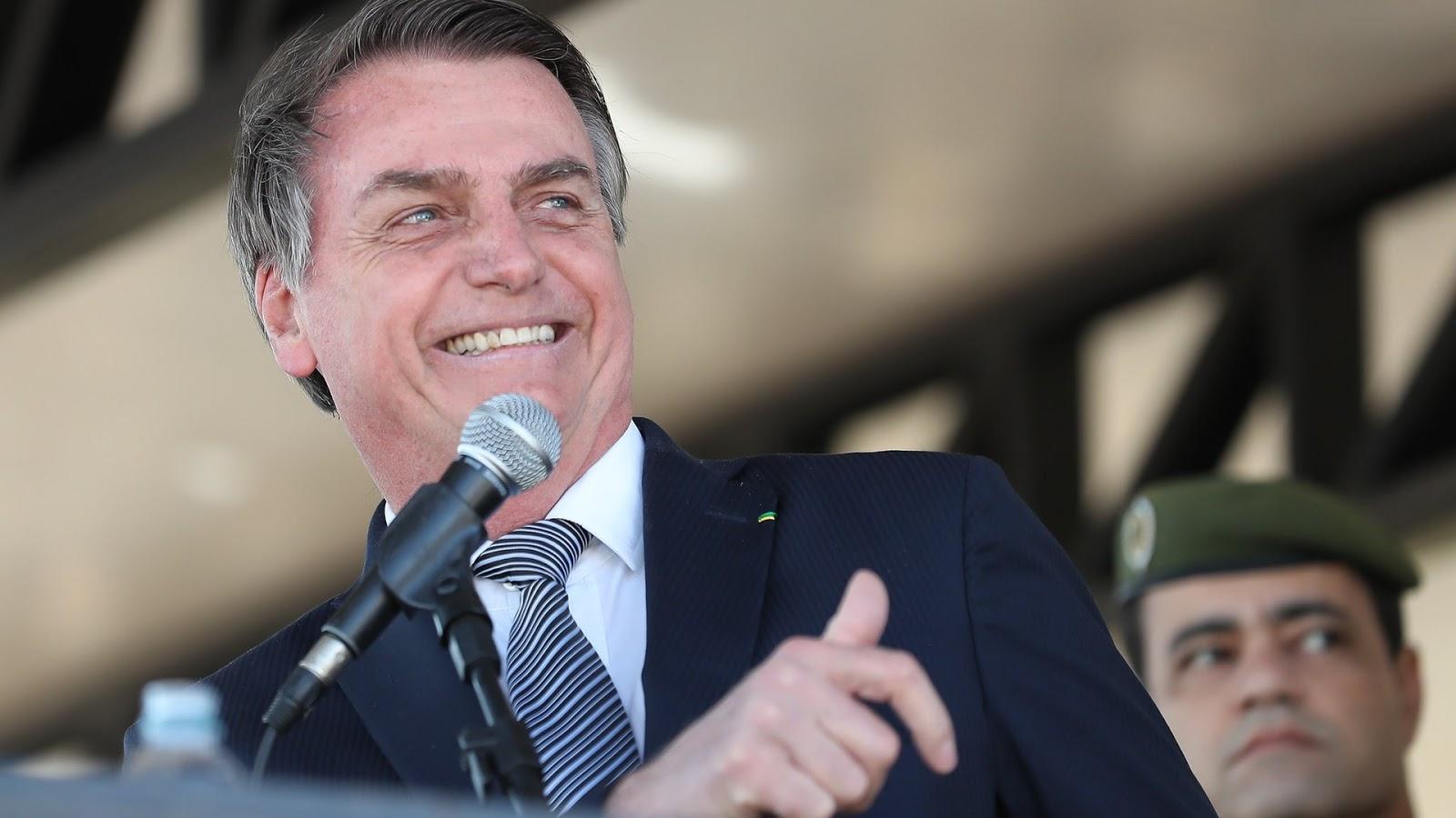 """""""A febre baixou e estou me sentindo bem"""", diz Bolsonaro após suspeita de Covid-19"""