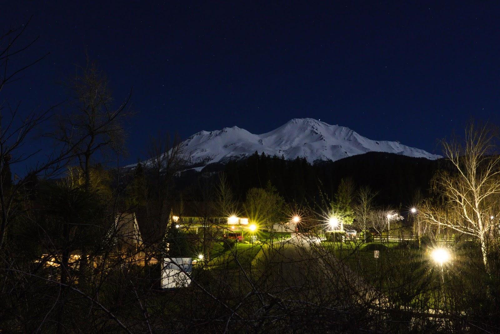 OVNI es fotografiado despegando del Monte Shasta en California