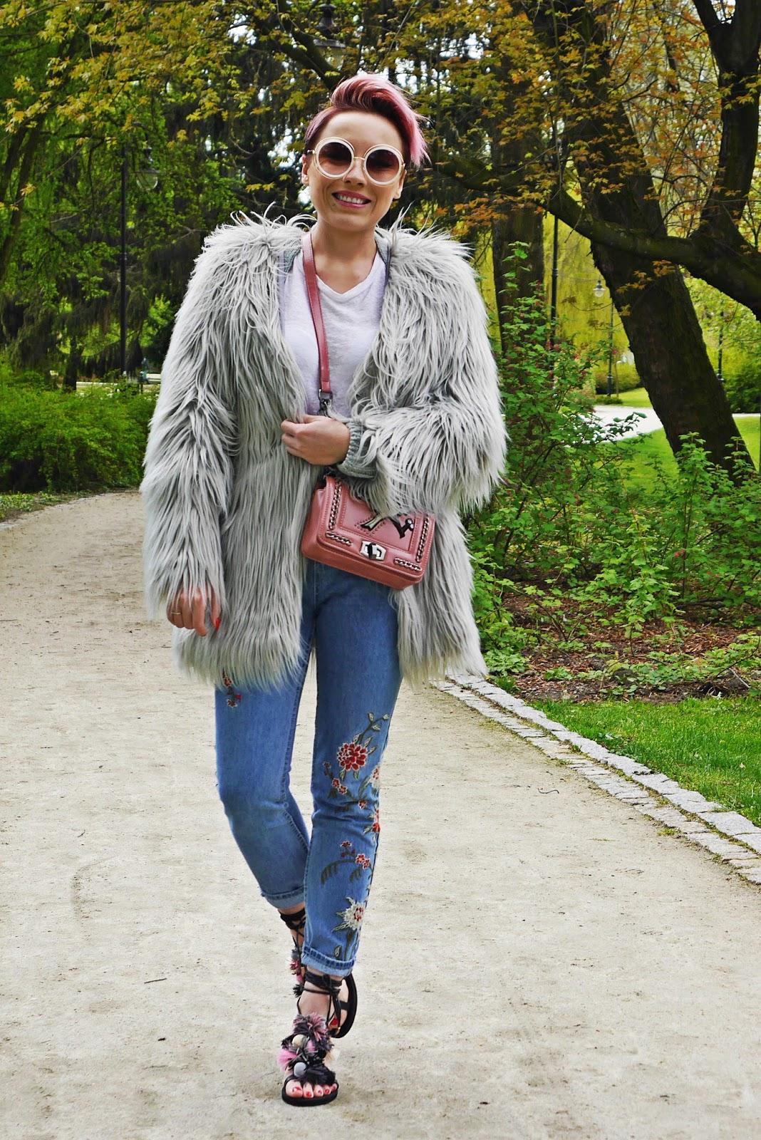 pompon_sandals_dresslily_ootd_look_karyn_blog_gray_fur_mama_jeans_020517a