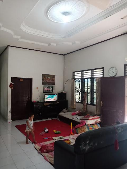 Ruang keluarga rumah dengan luas tanah 800 m2 di Jl. Makmur Kp. Lalang Medan Helvetia Sumatera Utara