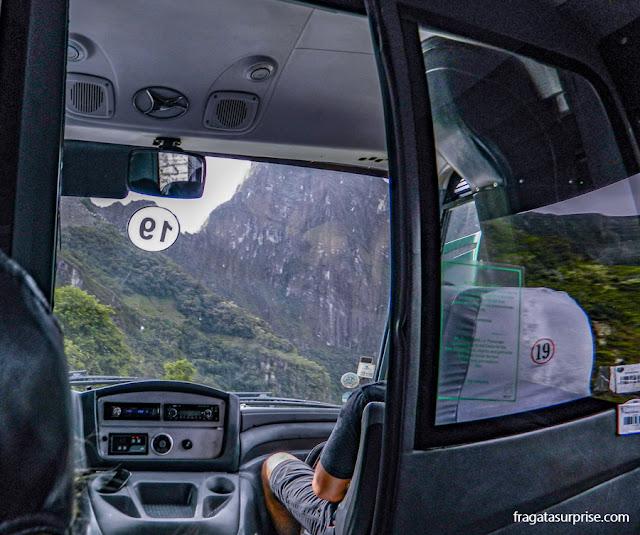 ônibus de Águas Calientes a Machu Picchu