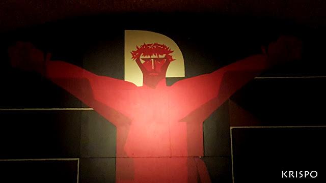 cristo rojo de Nestor Basterretxea de la cripta del santuario de aranzazu