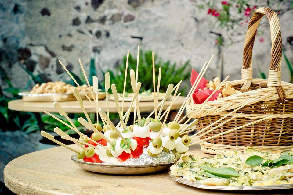 Dicas para quem deseja organizar uma festa junina perfeita em casa, ou seja um arraiá particular que pode ser dentro de casa ou no quintal