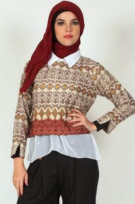 Model gambar baju atasan wanita karir motif batik