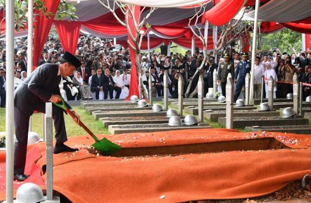 Lepas BJ Habibie ke Liang Lahat, Presiden Jokowi: Selamat Jalan Sang Pionir