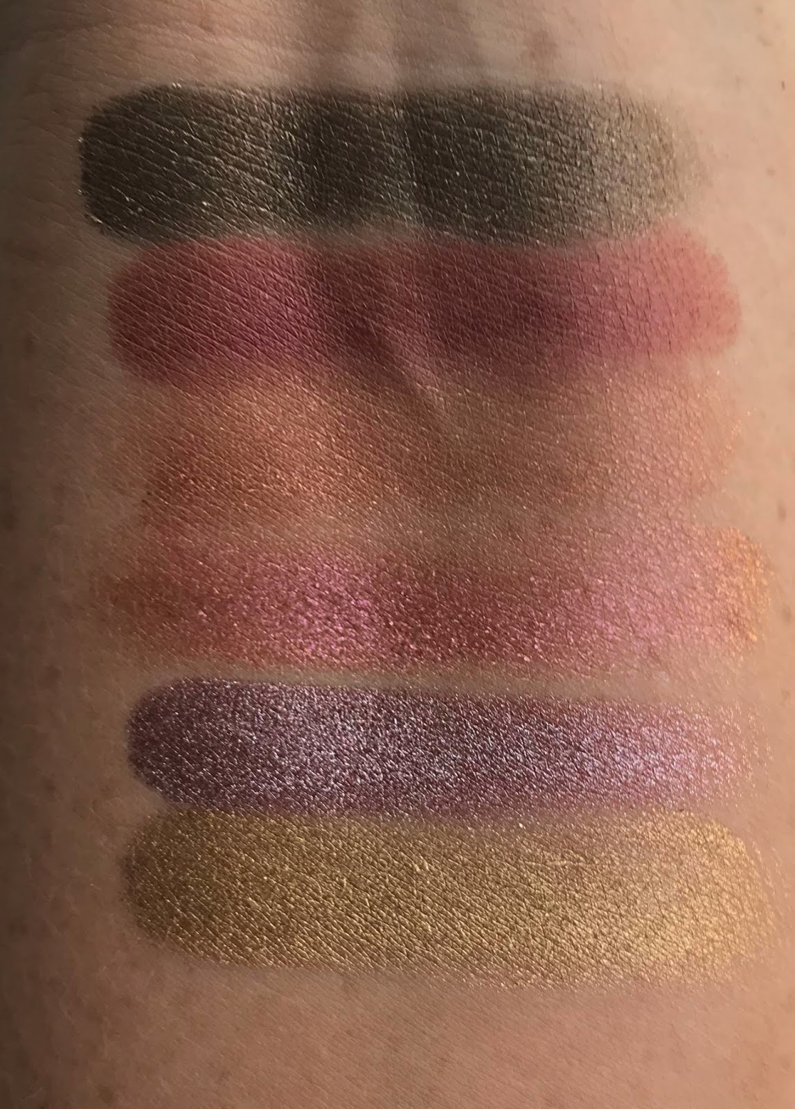 Huda Rose Gold Remastered Palette Swatches