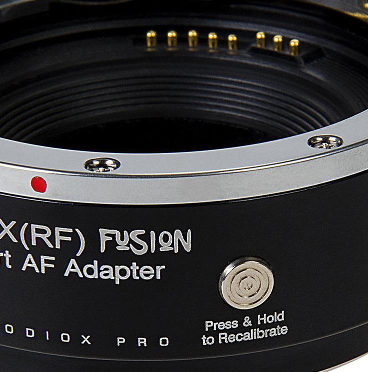 Кнопка калибровки объектива на корпусе адаптера Fotodiox Pro EF-FX(RF) Fusion Smart AF