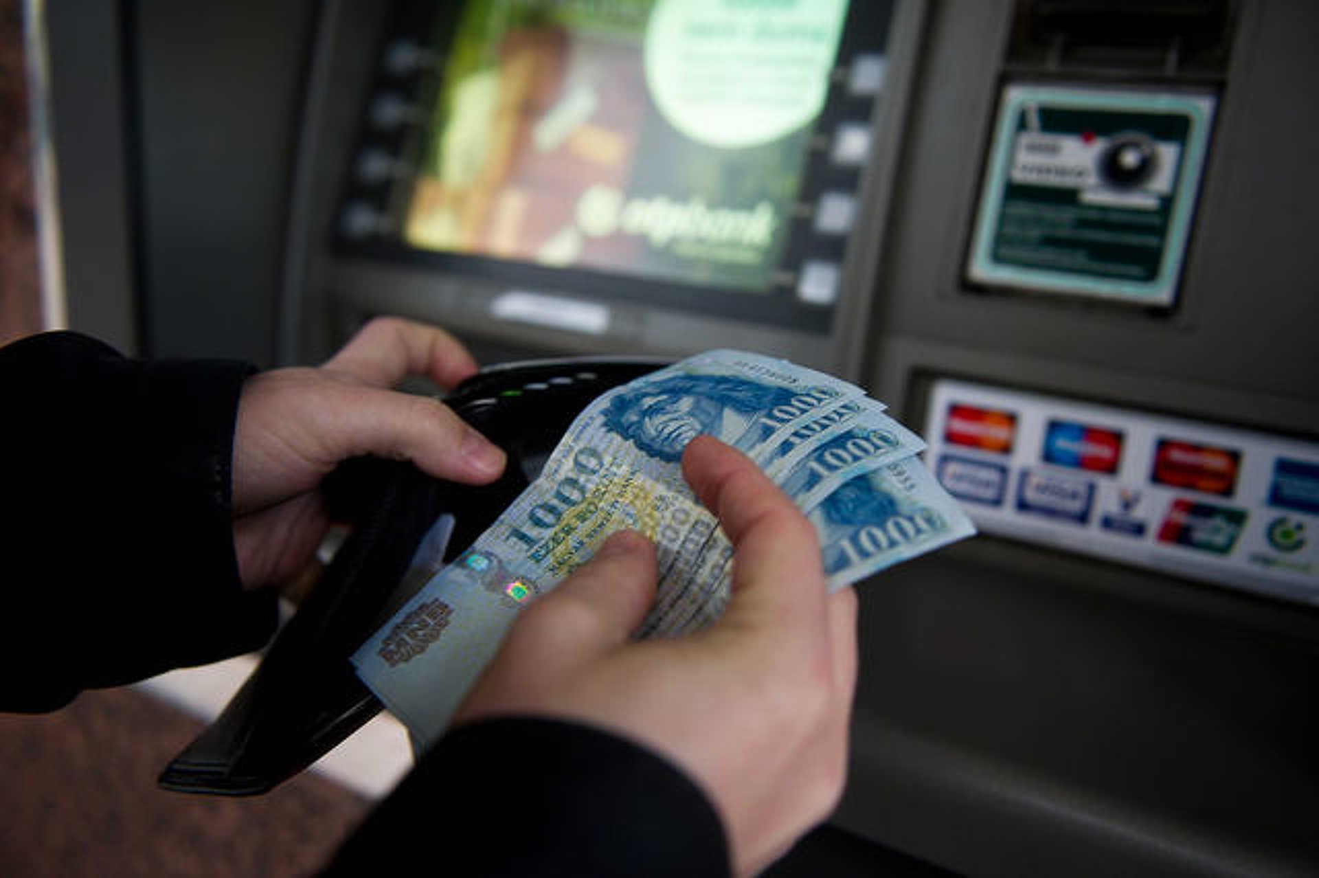 Pénzbüntetést kapott az ATM-ben felejtett egymilliót eltulajdonító férfi