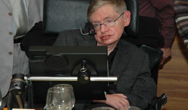 """""""Não nos tornamos menos gananciosos ou menos estúpidos"""", Stephen Hawking"""