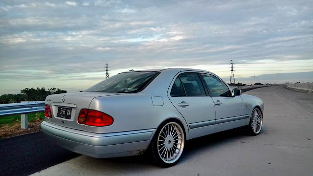 Mercedes w210 E230 tahun 1997 bekas