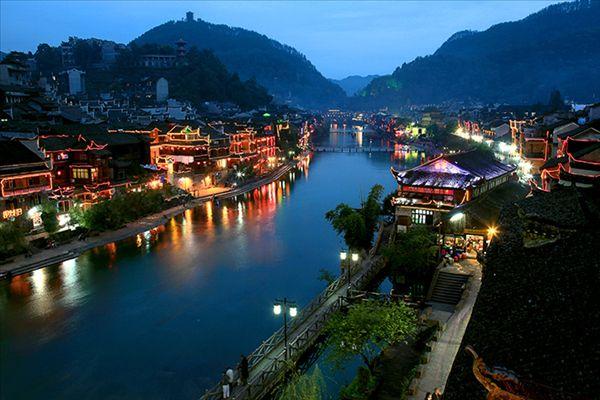 映画「アバター」のモデルになった風景。中国の武陵源 鳳凰古城
