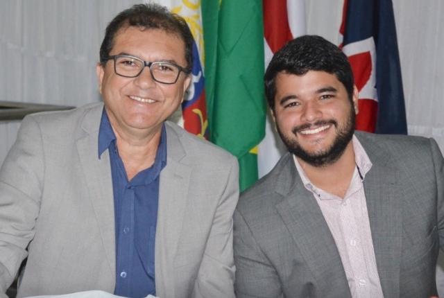 O então secretário de Educação Geraldo Trindade (PSC) e o prefeito de Itapetinga Rodrigo Hagge (MDB).