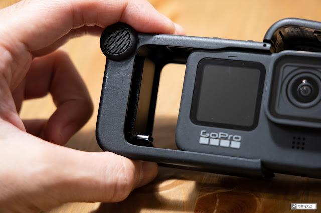 【開箱】發揮 GoPro 攝影機完整擴充能力 - Media Mod 媒體模組 - 盡量保持機身與媒體模組的平行,避免 USB-C 接頭受損