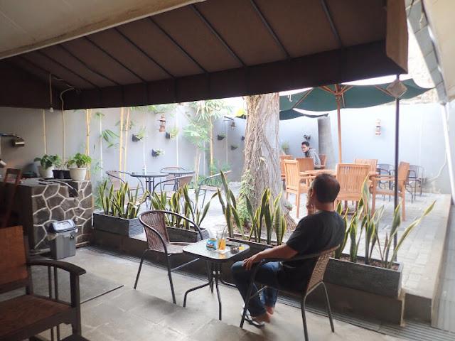 coffee shop di rawamangun