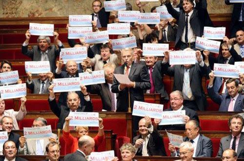 """Résultat de recherche d'images pour """"interdiction aux deputés panneaux seance Assemblée"""""""