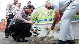 Sat Lantas Polres Parepare Unit Regident Melaksanakan Penanaman Pohon