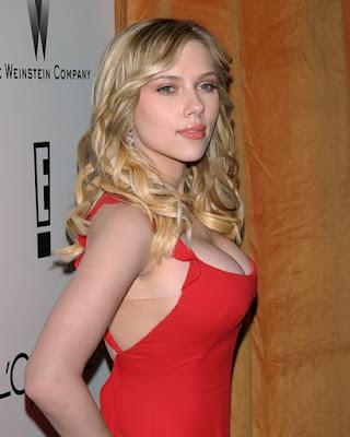 Scarlett Johansson artis manis dan seksi belahan dada besar toge celengan ketat seksi