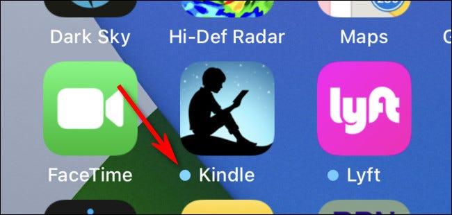 مثال على نقطة التحديث الزرقاء على شاشة iPhone الرئيسية.