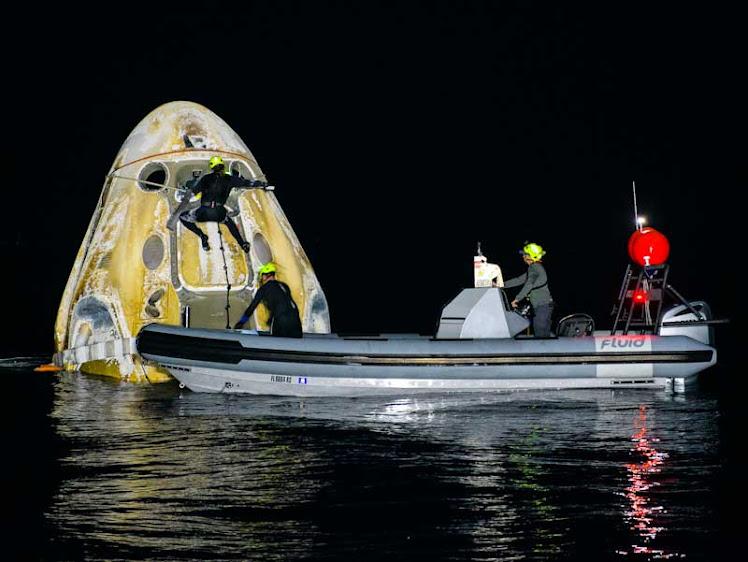 Astronautas retornaram à Terra em nave da SpaceX