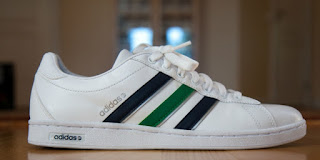 Tidak heran bila harga sepatu Adidas Original paling baru ini di bandrol  lumayan mahal. Bila Fashioner tengah mencari harga sepatu bola Adidas 0ab9dfb2c5