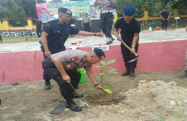 Polri Peduli Penghijauan: Polda Kalteng Beserta Jajaran Berkolaborasi Tanam Ribuan Pohon