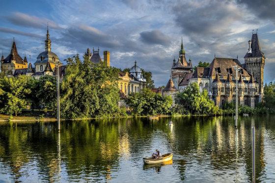 Βουδαπέστη » Ταξιδιωτικός οδηγός - Πληροφορίες και Αξιοθέατα: Το Κάστρο Βαϊνταχουνιάντ (Vajdahunyad Castle)