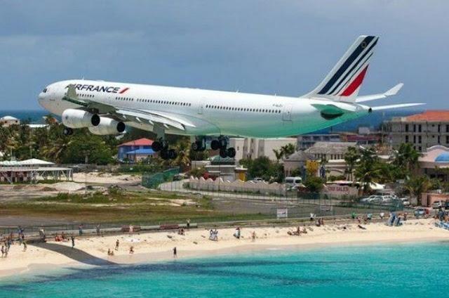 7. Bandara Internasional Princess Juliana di St Maarten Belanda