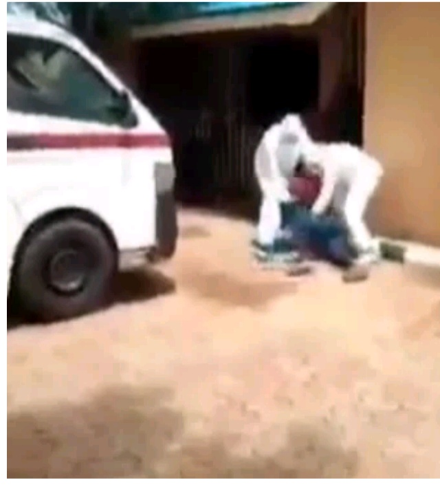 Lol: Nigerian man fight with health Officials trying to evacuate him to an isolation center (Video).