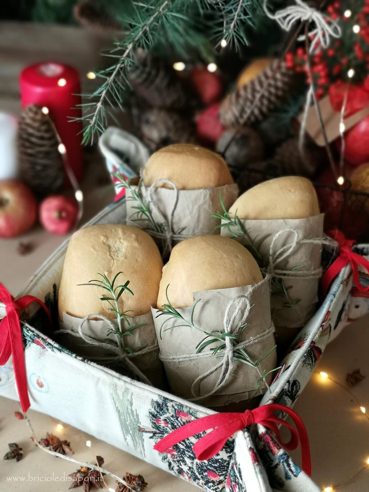 presentare il pane sulla tavola natalizia