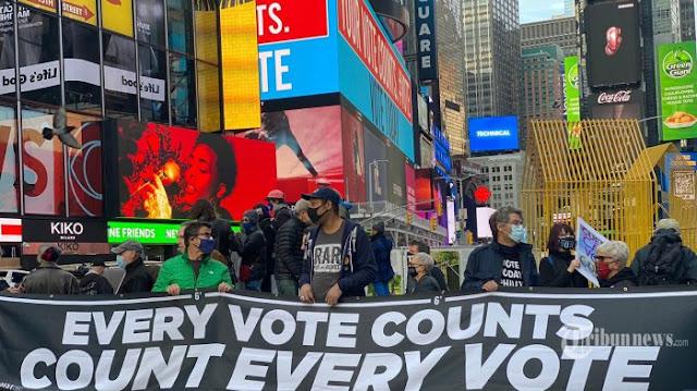 Pilpres AS Rusuh, Polisi Tangkap 20 Orang di New York, Demonstran Ludahi Polisi