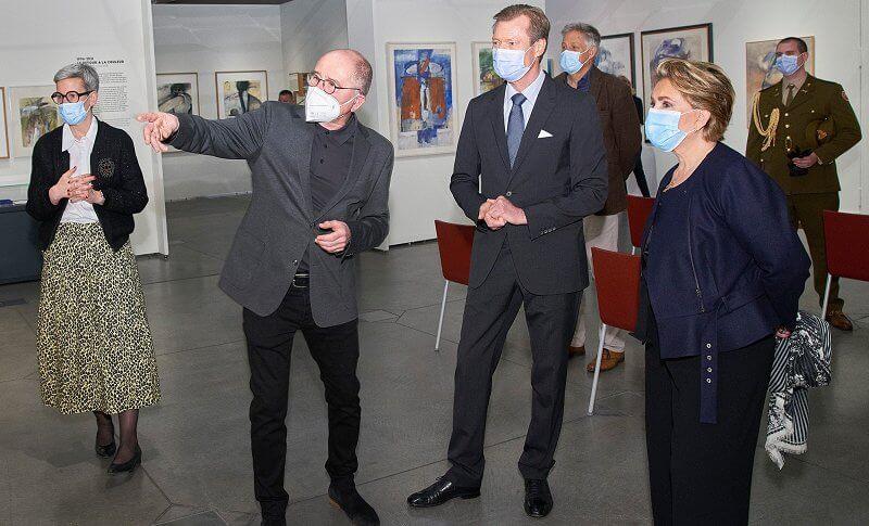 Grand Duchess Maria Teresa wore a navy blue belted ruffled short jacket from Maison Rabih Kayrouz. Black trousers from Alexander McQueen