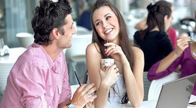 5 علامات تدل على ان حبيبتك تريد البقاء معك طيلة حياتها رجل امرأة سعداء صور حب رومانسية