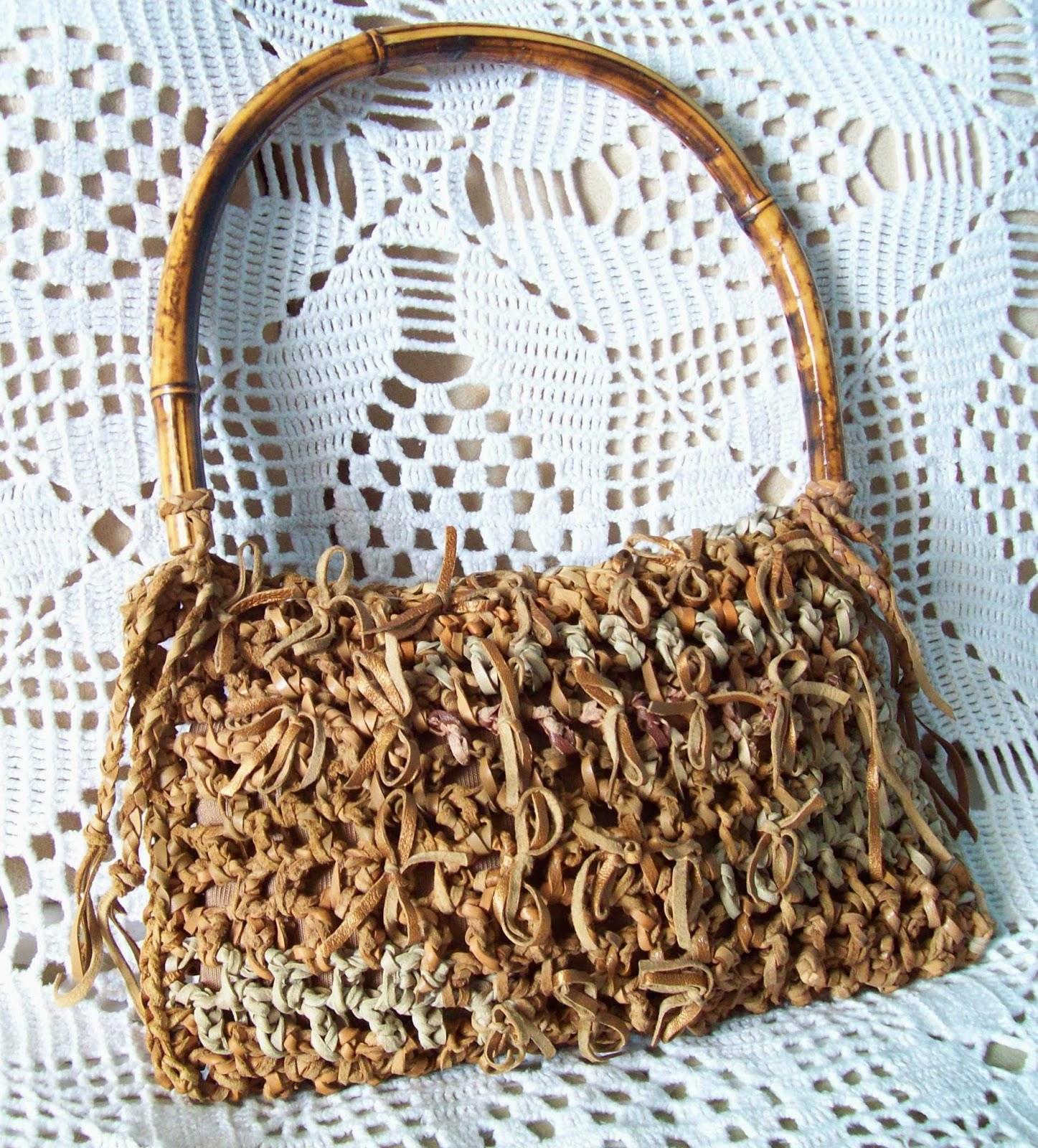 Bolsa de couro em lacinhos