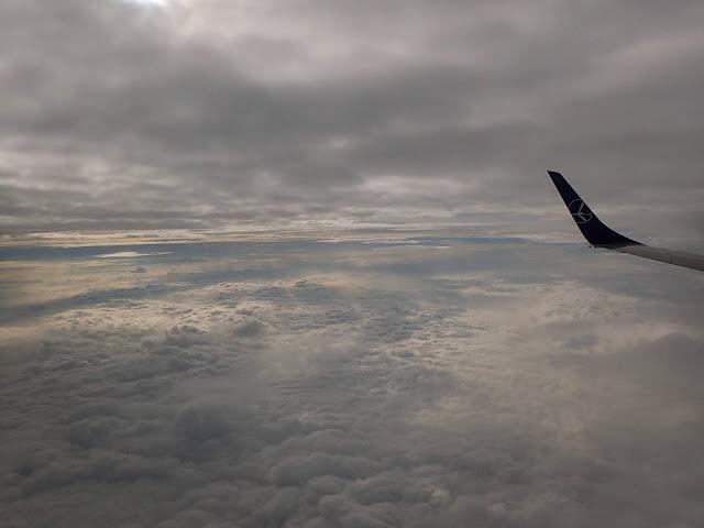 Poranny lot z Warszawy do Krakowa zapewnił tego dnia ładną konstelację chmur