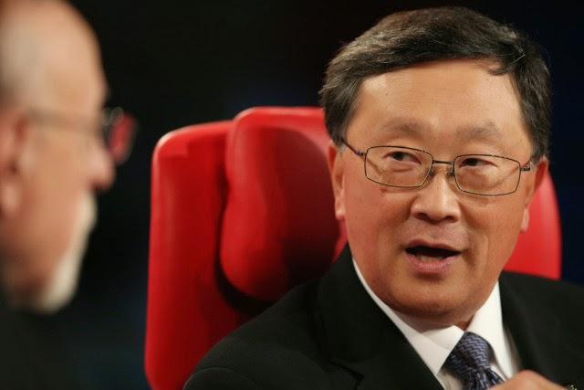 """Con motivo de la """"Code Conference"""" que se ha celebrado actualmente en California, John Chen, CEO de BlackBerry discute el futuro de la compañía canadiense y su estrategia. """"Tenemos muchos problemas, pero no estamos muertos"""", ha dicho el miércoles que sigue siendo optimista sobre la recuperación de la empresa, y tiene la intención de centrarse en su campo y que hizo su éxito: empresas. """"Yo soy la persona más calificada para hacer eso, o tal vez yo soy el único que encontraron"""", replicó recordando a los periodistas a su llegada como CEO en la empresa en un gran problema. Pero"""