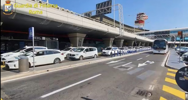 Arrestato amministratore di fatto di 21 cooperative di taxi e N.C.C. per estorsioni nei confronti dei tassisti-autisti