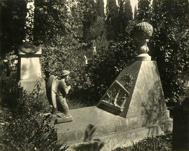 The tomb of Carl Ludwig Christian Rümker in the British Cemetery in Lisbon