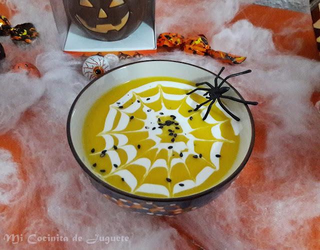 Crema de Calabaza con Tela de Araña (Halloween)