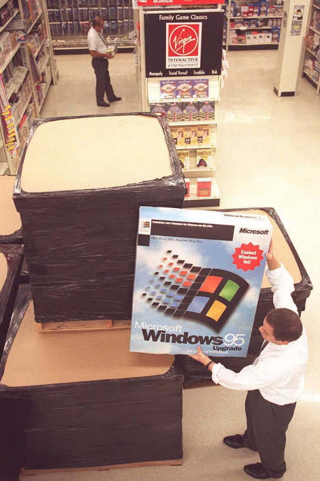 A manager assembles a Windows 95 display at Computer City in Vienna, Virginia.