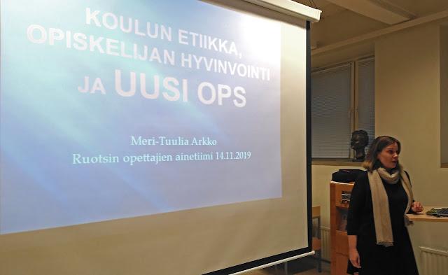 Meri-Tuulia Arkko ja hänen aloitusdia lukion uudesta opetussuunnitelmasta.