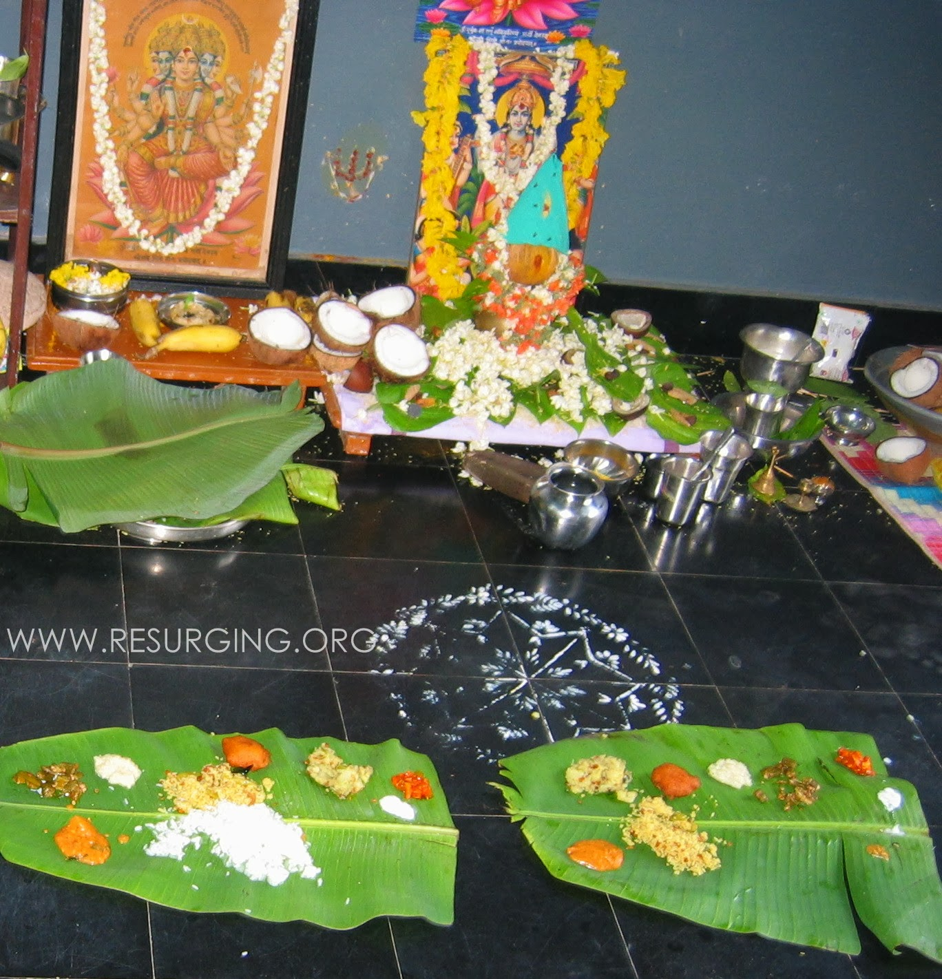 Prasadam_on_banana_leaves