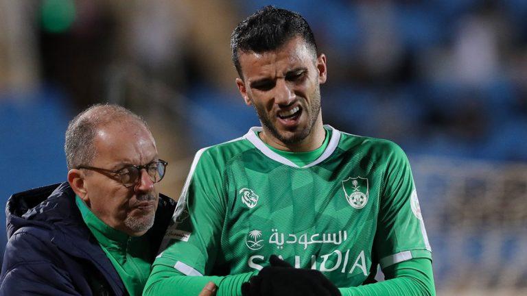 عمرو السومة يغيب عن الأهلي السعودي لهذا السبب