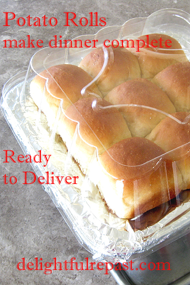 Pull-Apart Potato Dinner Rolls (this photo, rolls hot and packed for delivery with a meal) / www.delightfulrepast.com