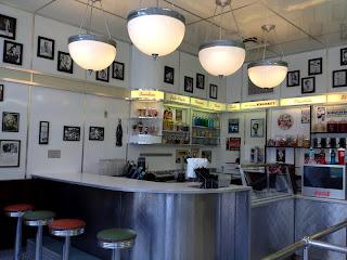 ice cream parlour, universal orlando, theme park
