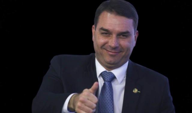 Juíza que proibiu TV Globo alegou preocupação com estragos na imagem de Flávio Bolsonaro