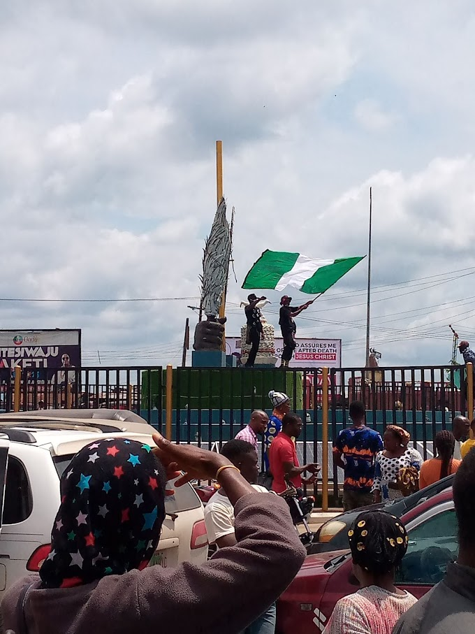 Mad o! youths in Ondo Town goes Bizzare in Massive End SARS Protest