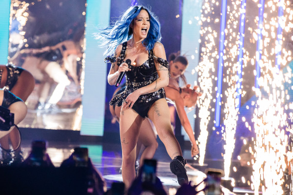 Halsey goes ballistic on heckler shouting ex G-Eazy's name at pre-Super Bowl performance