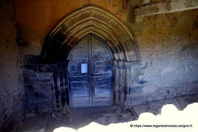 Porte d'entrée de L'église haute de saint-Floret, Puy-de-Dôme