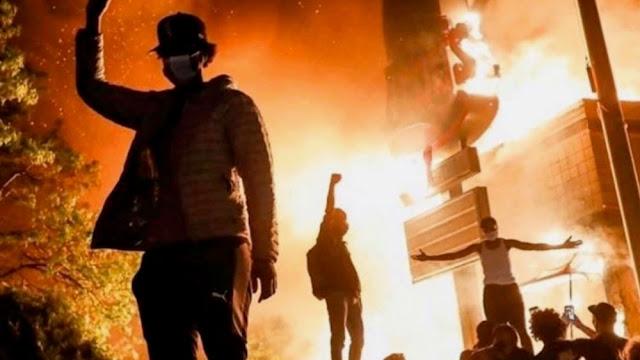 Στις φλόγες οι ΗΠΑ