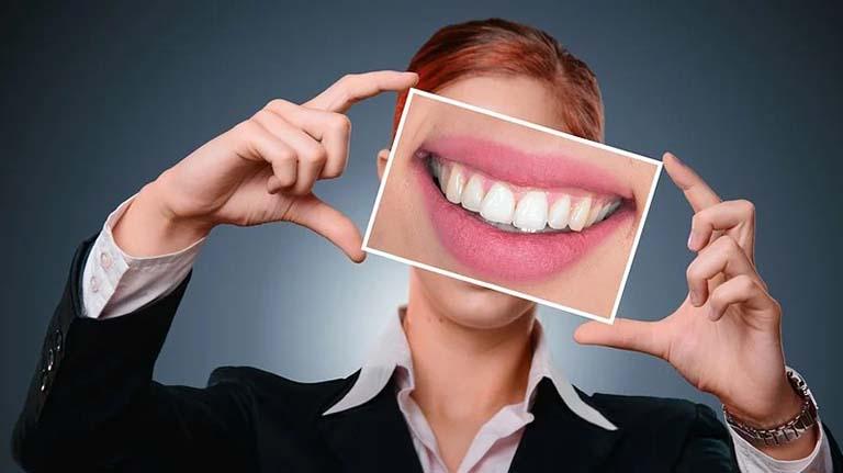cara hilangkan plak gigi